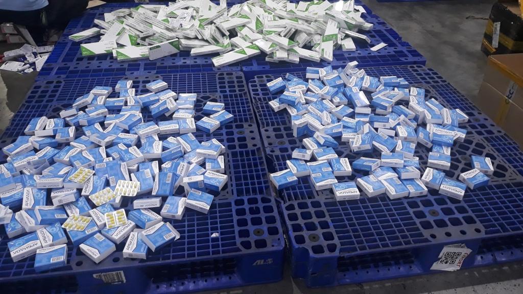 Bắt giữ hàng trăm hộp thuốc, bộ kit test nhanh Covid-19 nhập khẩu trái phép