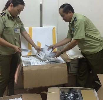 Quảng Trị: Bắt giữ 330 màn hình điện thoại Trung Quốc không hóa đơn, chứng từ