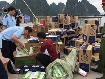 Tổng cục trưởng tặng Giấy khen vụ bắt hơn 53.000 bao thuốc lá ngoại