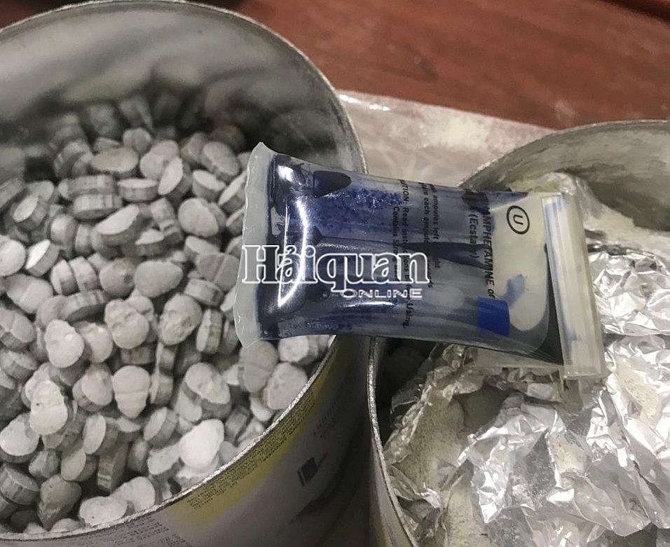 Hình ảnh vụ bắt hơn 30.000 viên ma túy ngụy trang trong bỉm, sữa