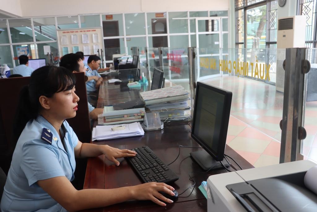Tạm dừng hoạt động nhiều kho ngoại quan, điểm kiểm tra hàng hóa tại Lào Cai