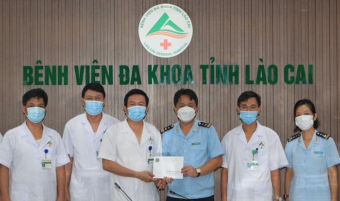 Hải quan Lào Cai ủng hộ 30 triệu đồng đối với lực lượng y tế tuyến đầu chống dịch