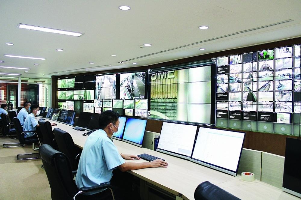 Hoạt động tại Trung tâm giám sát, chỉ huy trực tuyến tại trụ sở Tổng cục Hải quan. Ảnh: H.Nụ.
