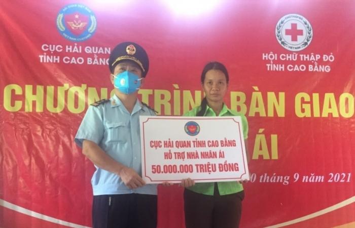 Hải quan Cao Bằng ủng hộ 50 triệu đồng cho gia đình khó khăn