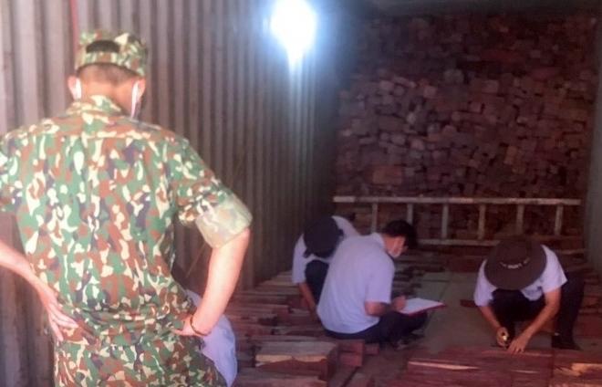 Bắt giữ lô gỗ quý nhập lậu ước tính trị giá nhiều tỷ đồng tại cửa khẩu La Lay, Quảng Trị