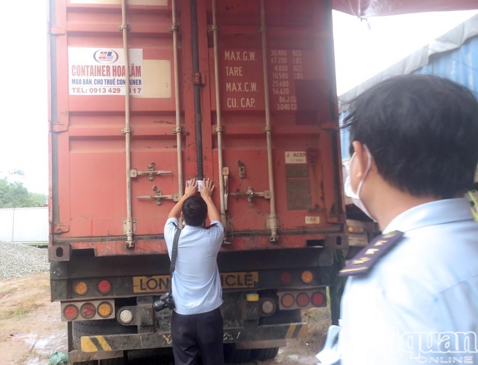 Hình ảnh lô gỗ lậu, đá quý trị giá hàng chục tỷ vừa được bắt giữ tại cửa khẩu La Lay, Quảng Trị