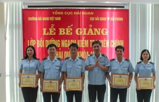 Hải quan Hải Phòng: Hơn 100 công chức hoàn thành lớp Kiểm tra viên chính hải quan