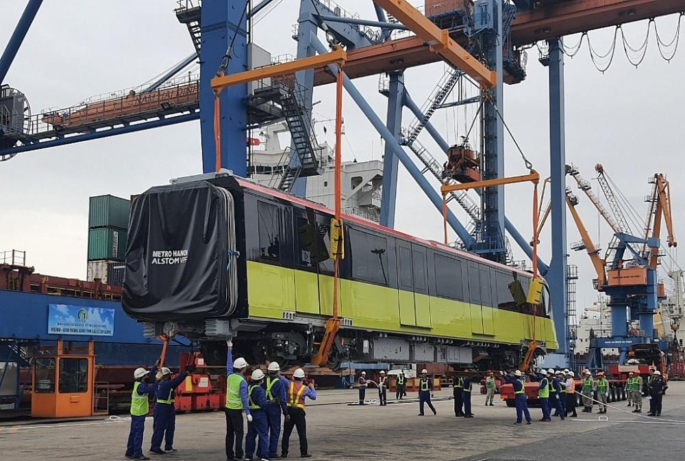 Hình ảnh đoàn tàu đầu tiên tuyến metro Nhổn - ga Hà Nội tại cảng Hải Phòng
