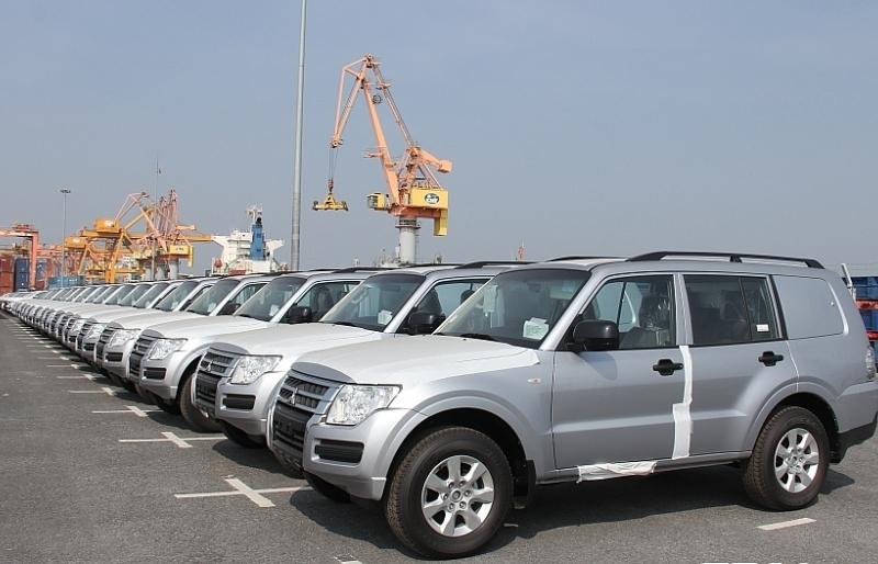 Nhập hơn 7.000 ô tô nguyên chiếc trong nửa đầu tháng 10
