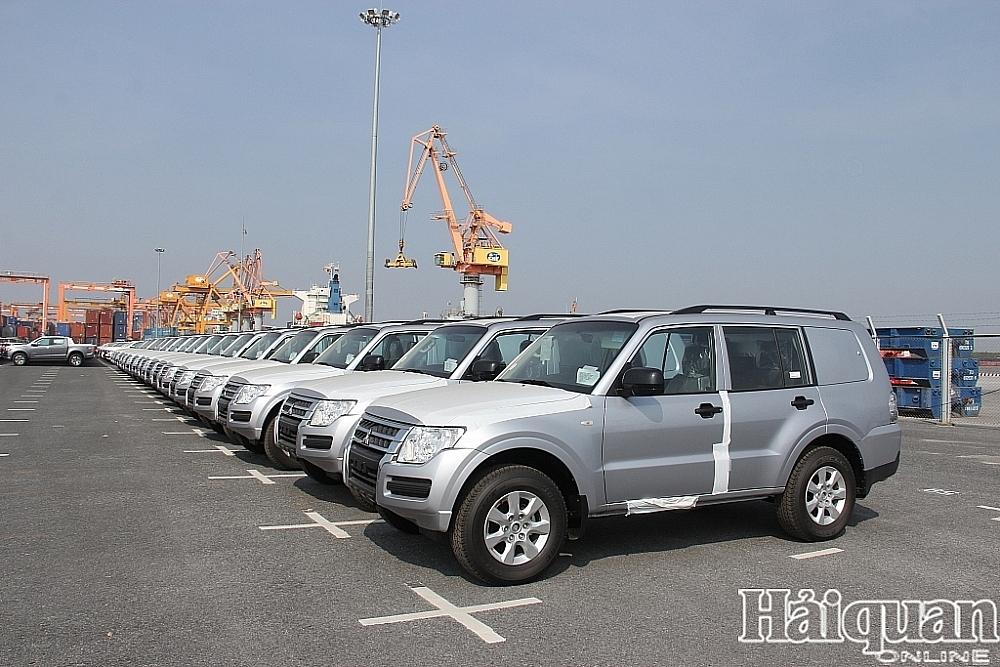 Hoạt động nhập khẩu ô tô có sự khởi sắc trong 15 ngày đầu tháng 8. Ảnh: T.Bình.