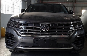 """Lập biên bản vi phạm 2 ô tô Volkswagen Touareg chứa bản đồ """"đường lưỡi bò"""" phi pháp"""