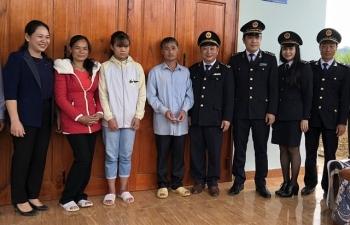 Hải quan Cao Bằng tặng nhà tình nghĩa cho gia đình khó khăn ở biên giới