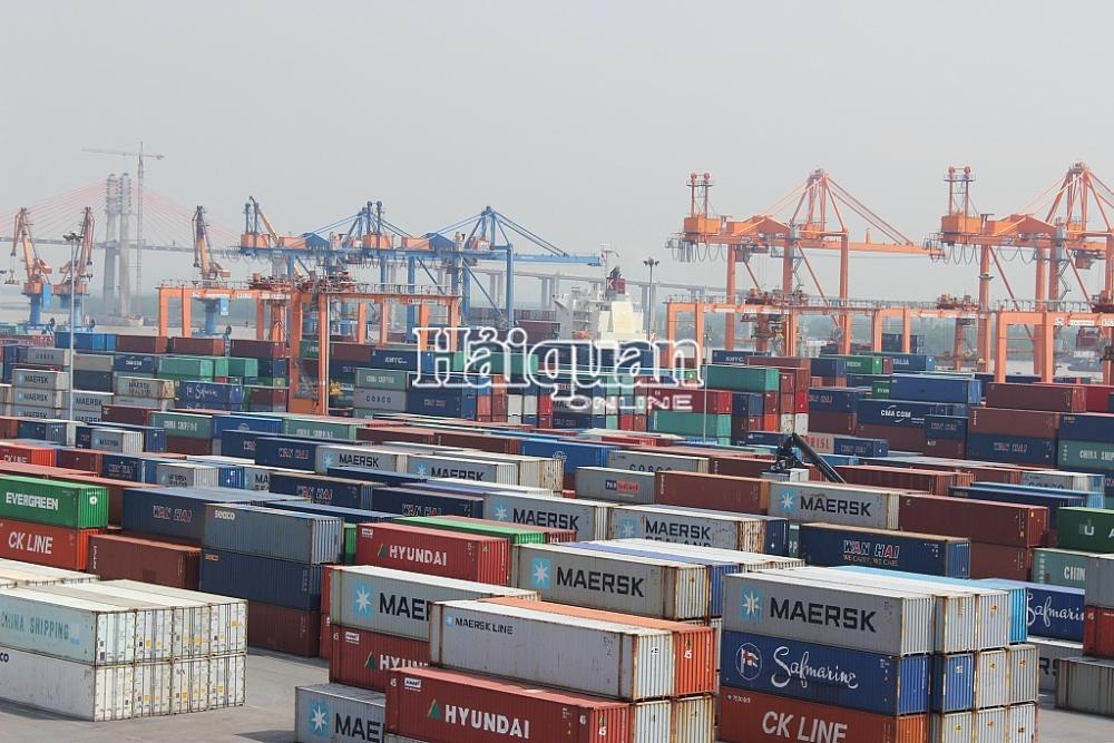 Giảm gần 70.000 container hàng tạm nhập tái xuất qua cảng Hải Phòng