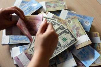 """Giá vàng chạm """"đỉnh"""", USD tăng nhẹ"""
