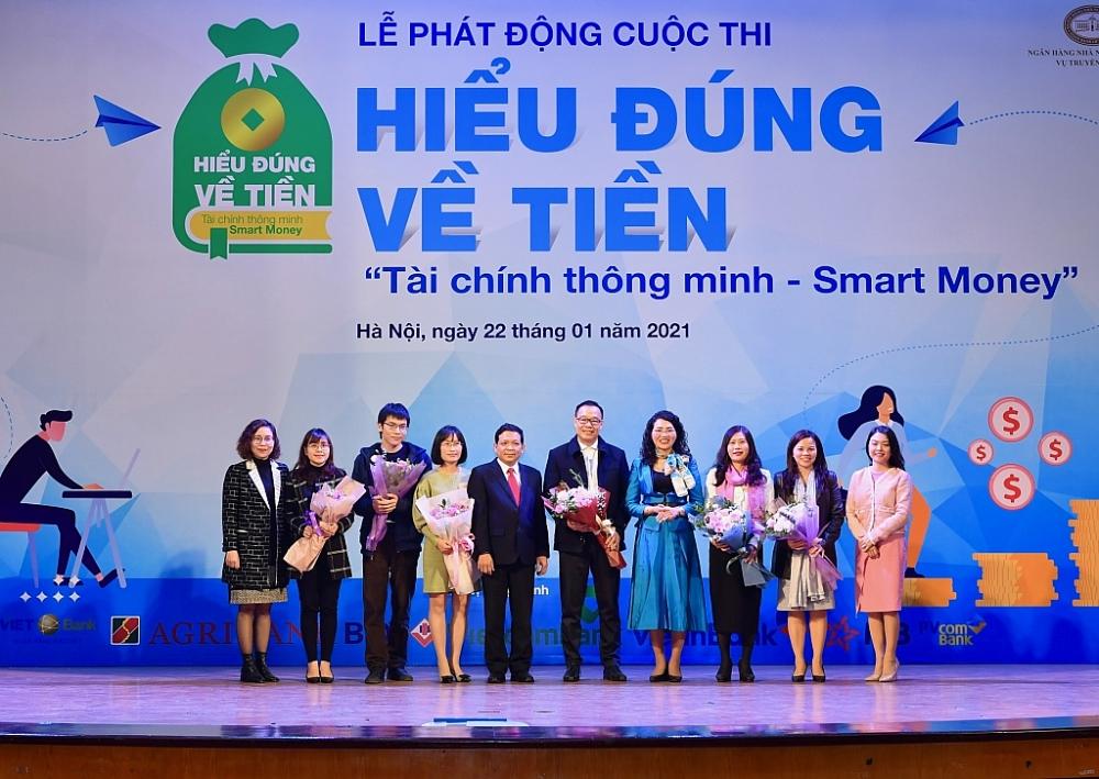 Các đại biểu và đại diện Ban tổ chức chương trình.