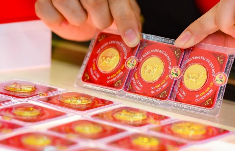 Vàng, USD tiếp tục chững lại