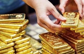 """Giá USD bình ổn trở lại, vàng vẫn """"điên cuồng"""" tăng giá"""