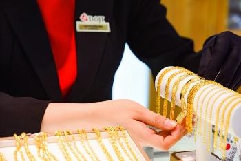 Giá USD tiếp tục giảm, vàng giữ vững đà tăng