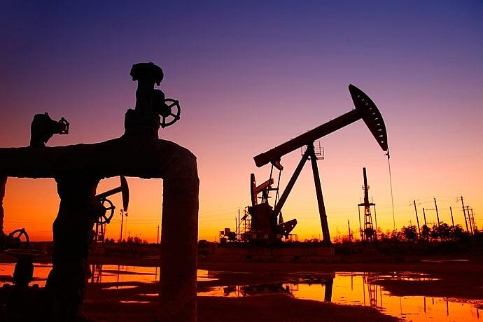 Trong tuần qua, giá dầu thô đã vượt mốc 60 USD/thùng. Ảnh: Internet