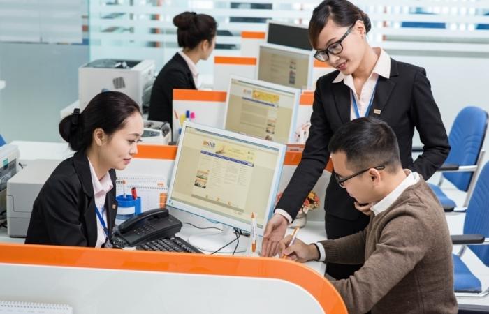 Yêu cầu các ngân hàng tiếp tục hỗ trợ khách hàng bị ảnh hưởng bởi Covid-19