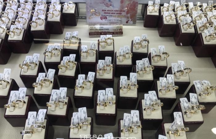 Nhu cầu vàng 8/3 tăng, giá vàng SJC cao hơn thế giới 8 triệu đồng/lượng
