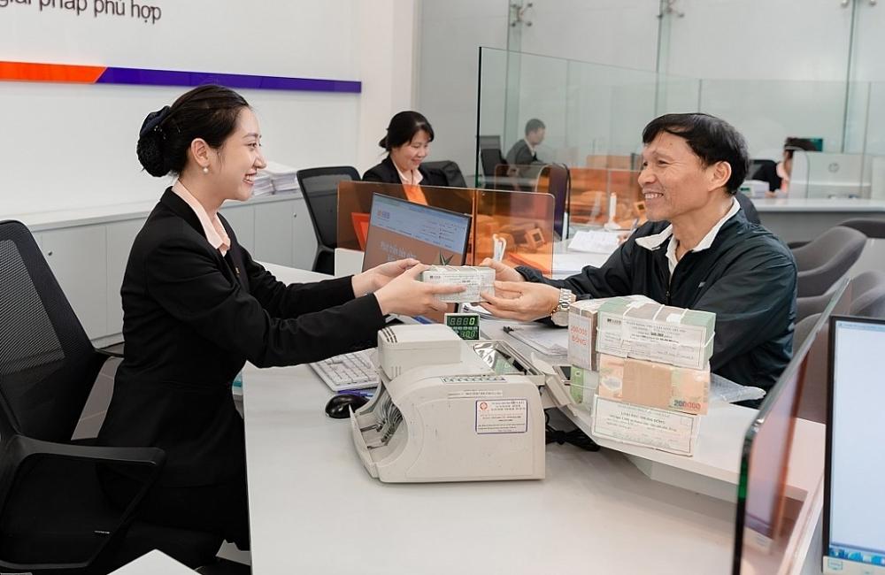 Nhiều ngân hàng giảm lãi vay hỗ trợ doanh nghiệp nhỏ và vừa. Ảnh: ST
