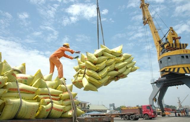 Bảo đảm đủ lương thực, thực phẩm và một phần cho xuất khẩu