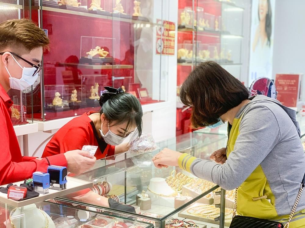 Thị trường vàng trong nước vững giá trên 55 triệu đồng/lượng.