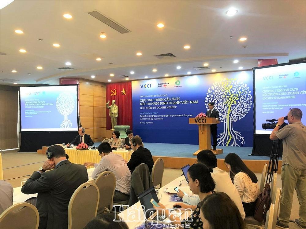 Chủ tịch VCCI TS. Vũ Tiến Lộc phát biểu khai mạc hội thảo. Ảnh: H.Dịu