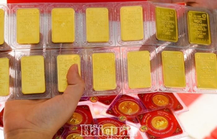 """Vàng SJC  """"nằm ngoài"""" xu thế biến động mạnh của vàng thế giới"""