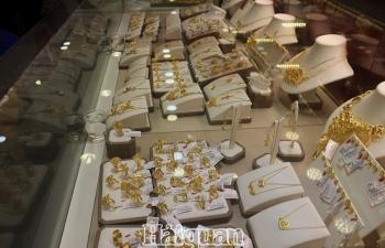 Giá vàng bán ra trong nước tăng vọt lên trên 49 triệu đồng/lượng