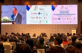 Thủ tướng Nguyễn Xuân Phúc: Khi nhìn về hướng Đông, hãy chọn Việt Nam