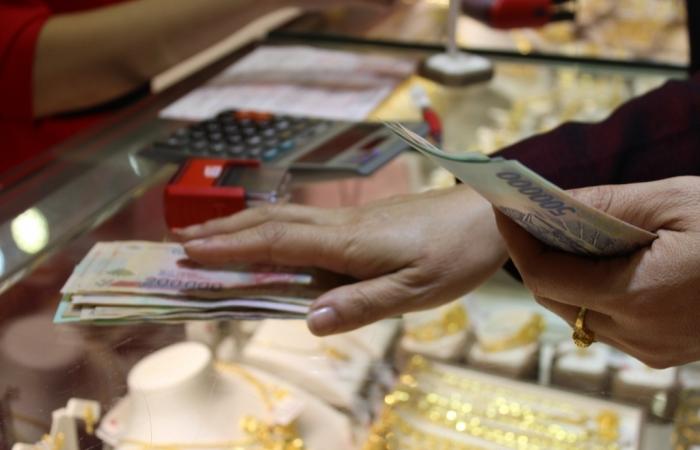 Chênh lệch mua vào - bán ra của vàng SJC tới 700.000 đồng/lượng