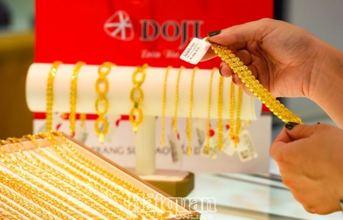 Lên gần 60 triệu đồng/lượng, người dân có đổ xô đi mua vàng?