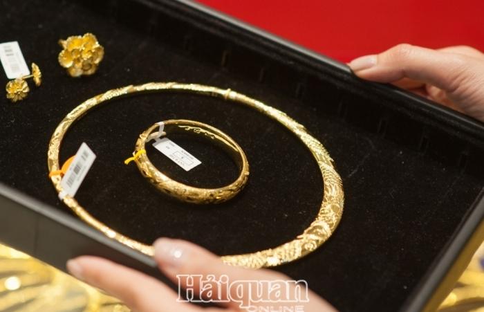 Vàng vẫn trong chuỗi ngày giảm giá, USD mạnh lên