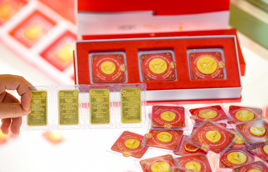 Giá vàng bật tăng mạnh trước thông tin lạm phát thế giới