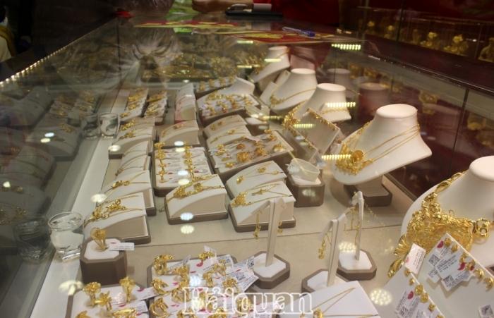 Giá vàng SJC mua vào rơi xuống dưới 54 triệu đồng/lượng