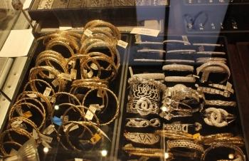 Vàng tiếp tục tăng khi chỉ số USD giảm thấp