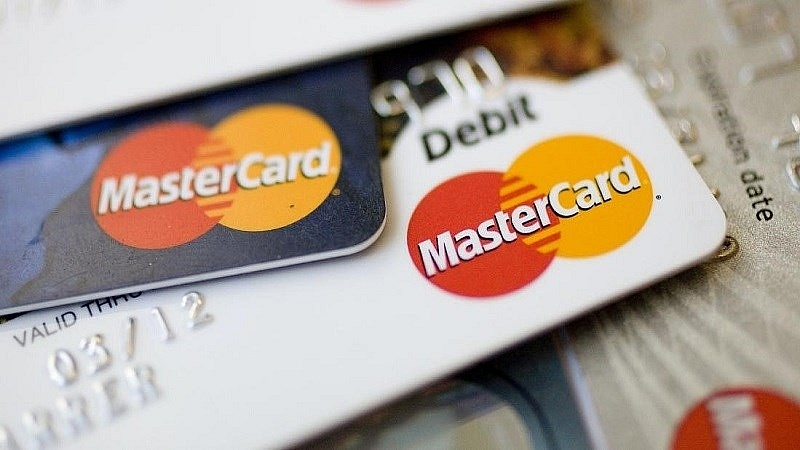 Thu khoảng 270 đầu phí các loại, ngân hàng tiếp tục yêu cầu Visa, Mastercard giảm phí