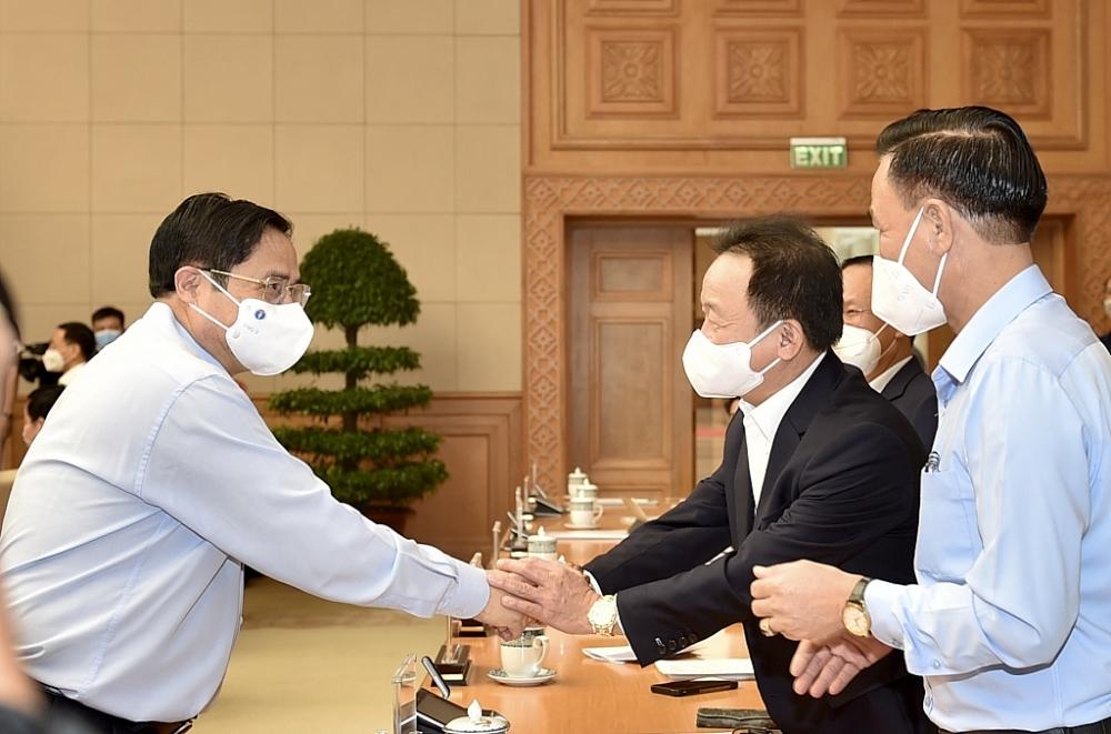 Thủ tướng Phạm Minh Chính và các đại biểu tại Hội nghị trực tuyến với cộng đồng doanh nghiệp và các địa phương về các giải pháp tiếp tục hỗ trợ doanh nghiệp trong bối cảnh đại dịch COVID-19. Ảnh: VGP