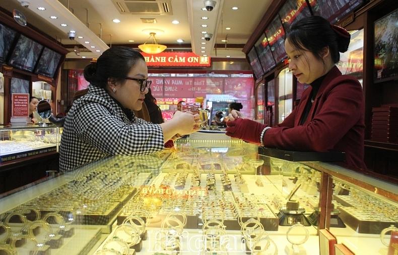 Giá vàng bất ngờ đảo chiều tăng, giá USD cũng tăng nhẹ