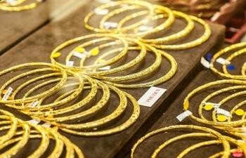 Giá vàng thế giới tăng vọt, trái chiều giá vàng trong nước