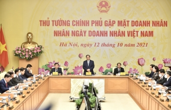 Thủ tướng: Từng bước mở cửa nền kinh tế, rà soát chính sách hỗ trợ doanh nghiệp