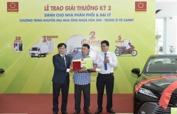 Tập đoàn Hoa Sen tiếp tục trao thưởng cho 28 nhà phân phối, đại lý
