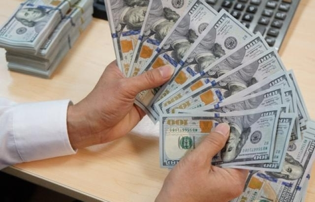 Đồng USD phục hồi chặn đà tăng của giá vàng