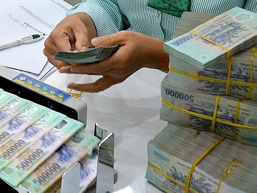 Lượng tiền gửi tại ngân hàng đang tăng cao hơn tín dụng. Ảnh: Internet