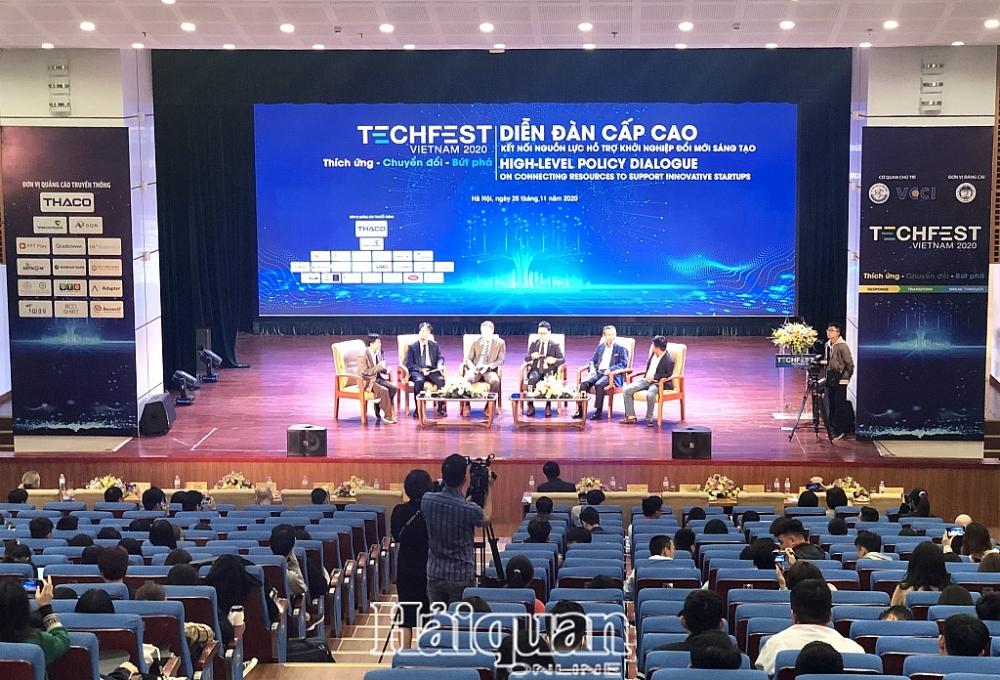 Các diễn giả tham gia thảo luận tại Diễn đàn. Ảnh: H.Dịu