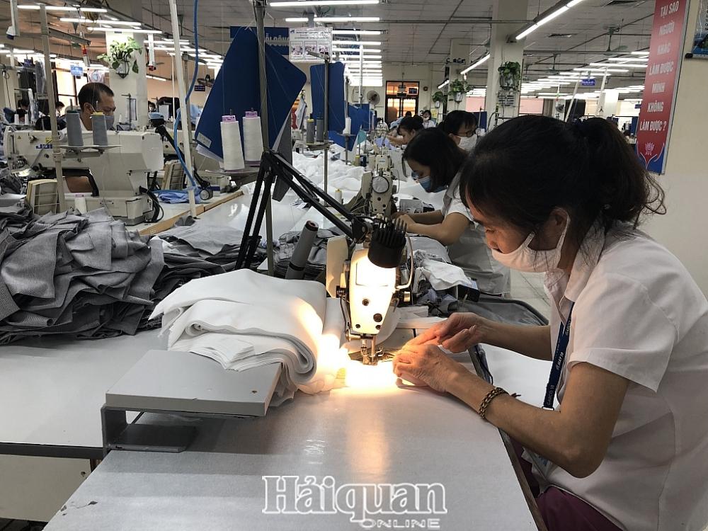 Các doanh nghiệp dệt may đưa ra nhiều kiến nghị để tăng trưởng xuất khẩu. Ảnh: H.Dịu