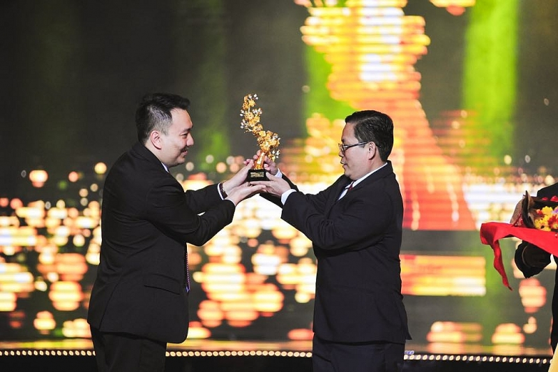 https://haiquanonline.com.vn/stores/news_dataimages/diunt/012020/09/15/in_article/4317_TGY_CONG_TY_PNJ_-_ONG_LE_TRI_THONG_TRAO_TYNG_PHYM_CHO_YYI_DIYN_BTC_GIYI_MAI_VANG_.jpg