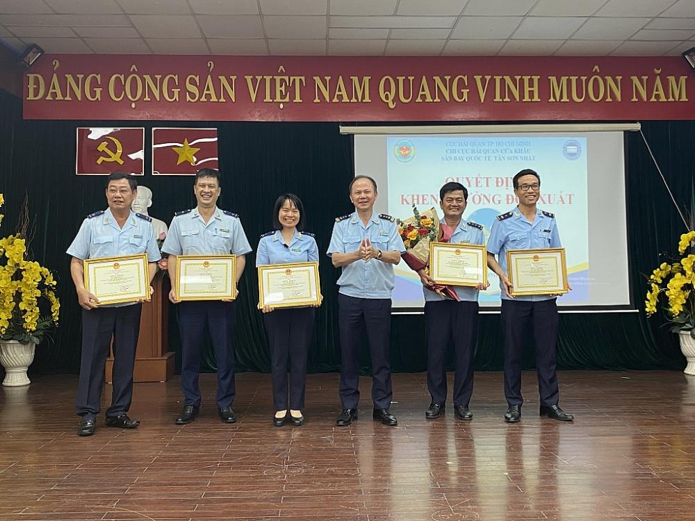 Hải quan cửa khẩu quốc tế Tân Sơn Nhất hoàn thành xuất sắc nhiệm vụ